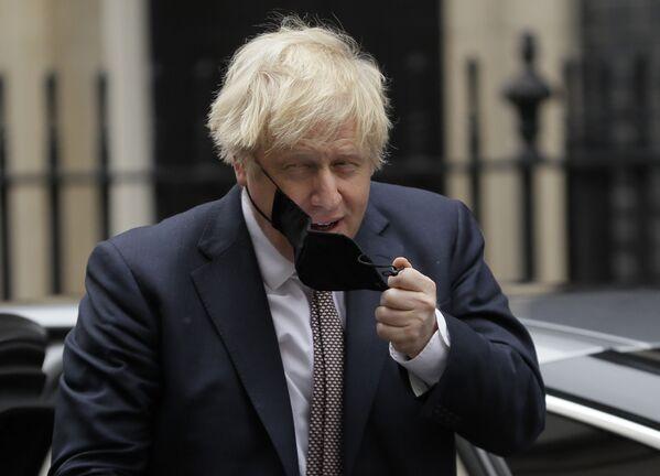Thủ tướng Anh Boris Johnson tháo khẩu trang - Sputnik Việt Nam