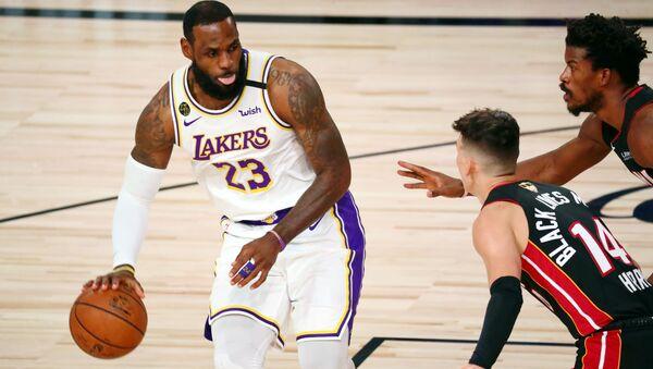 Cầu thủ bóng rổ LeBron James - Sputnik Việt Nam