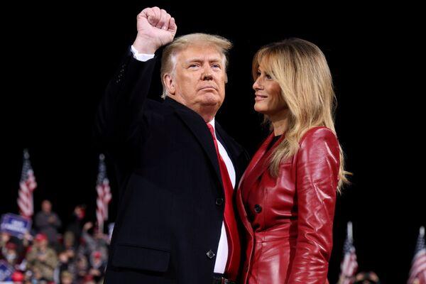Tổng thống Mỹ Donald Trump và phu nhân Melania trong chiến dịch tranh cử ở Georgia - Sputnik Việt Nam