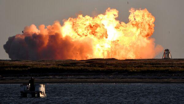 Tên lửa siêu nặng đầu tiên Starship SN8 của công ty SpaceX, phát nổ trong một chuyến bay thử nghiệm ở Boca Chica, Texas - Sputnik Việt Nam