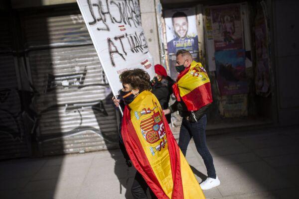 Những người tham gia cuộc biểu tình chống chính phủ ở Madrid, Tây Ban Nha - Sputnik Việt Nam