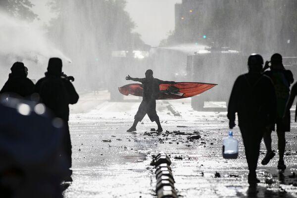 Người biểu tình trong cuộc biểu tình chống chính phủ Chile ở Santiago, Chile - Sputnik Việt Nam