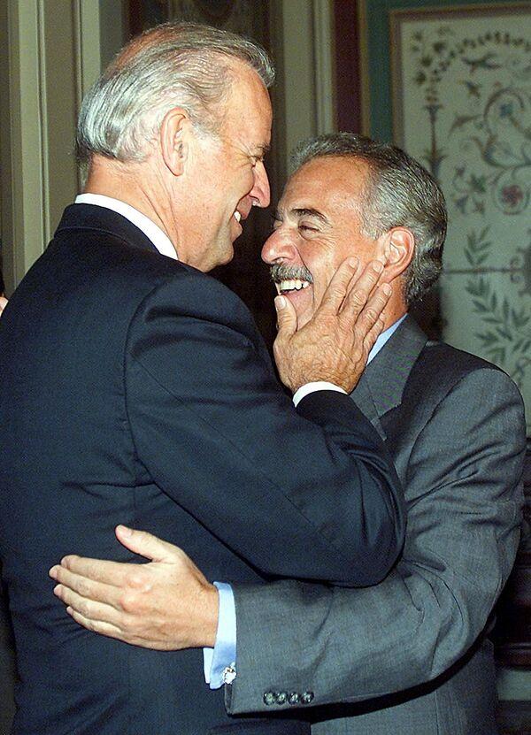 Tổng thống Colombia Andres Pastrana và Thượng nghị sĩ Joe Biden trong một cuộc họp, năm 2002 - Sputnik Việt Nam