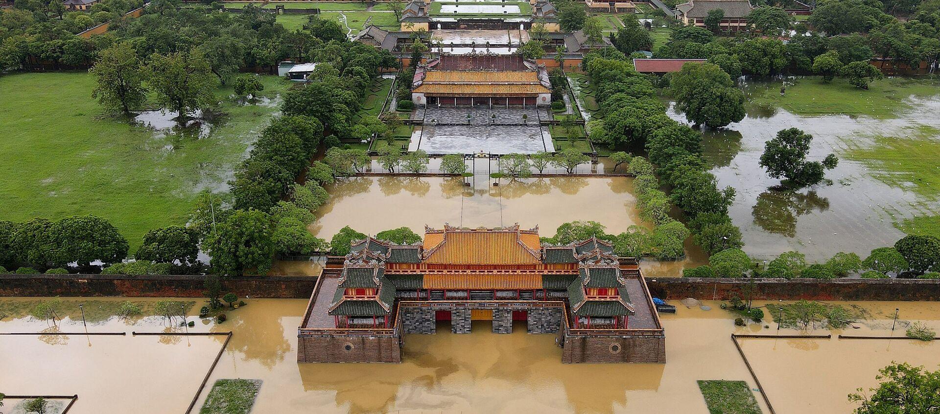 Cố đô Huế ngập trong lũ lụt do mưa lớn ở miền Trung Việt Nam - Sputnik Việt Nam, 1920, 26.12.2020