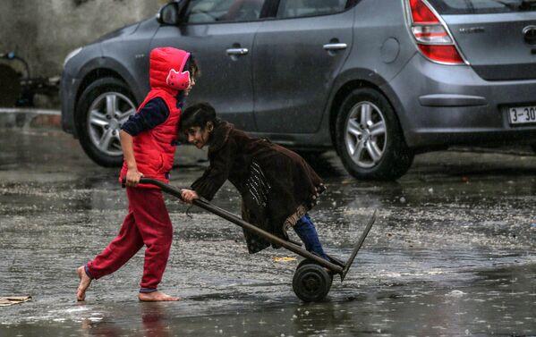 Những đứa trẻ Palestine ở Rafah, miền nam Dải Gaza - Sputnik Việt Nam