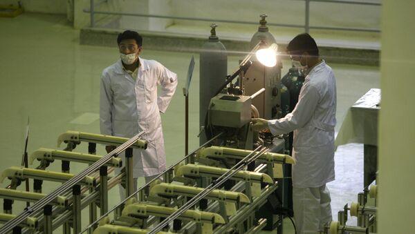 Các nhà khoa học Iran làm việc tại nhà máy sản xuất nhiên liệu uranium cho lò phản ứng hạt nhân - Sputnik Việt Nam