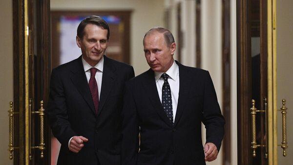 Tổng thống Nga Vladimir Putin và Giám đốc Cơ quan Tình báo Đối ngoại Nga Sergei Naryshkin. - Sputnik Việt Nam