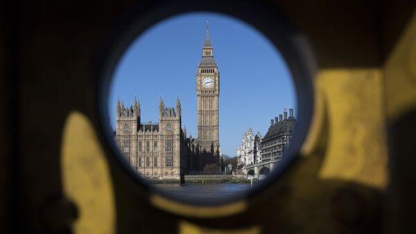 Quang cảnh từ bờ đối diện của sông Thames đến Cung điện Westminster ở London - Sputnik Việt Nam