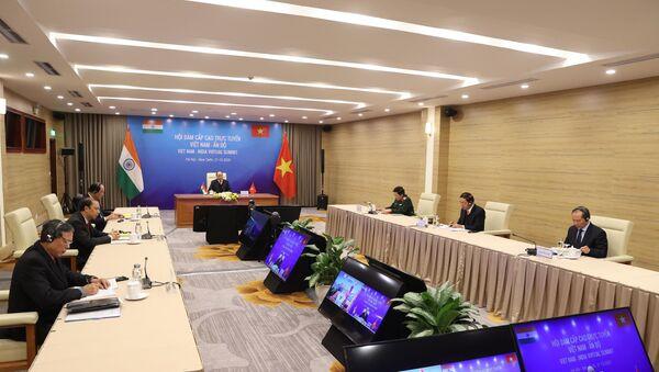 Thủ tướng Nguyễn Xuân Phúc hội đàm trực tuyến Thủ tướng Ấn Độ Narendra Modi - Sputnik Việt Nam