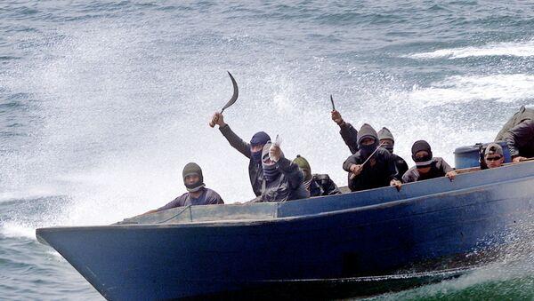 Mô phỏng cảnh cướp biển trên tàu chở hàng ở Indonesia - Sputnik Việt Nam