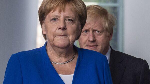 Thủ tướng Đức Angela Merkel và Thủ tướng Anh Boris Johnson. - Sputnik Việt Nam