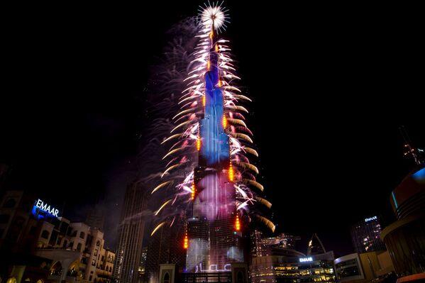 Pháo hoa trong lễ hội Năm Mới 2021 ở UAE - Sputnik Việt Nam