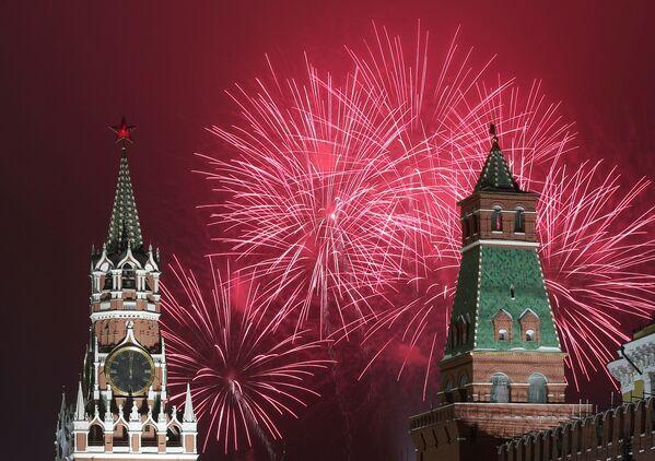 Pháo hoa trong lễ hội Năm Mới 2021 ở Matxcơva  - Sputnik Việt Nam