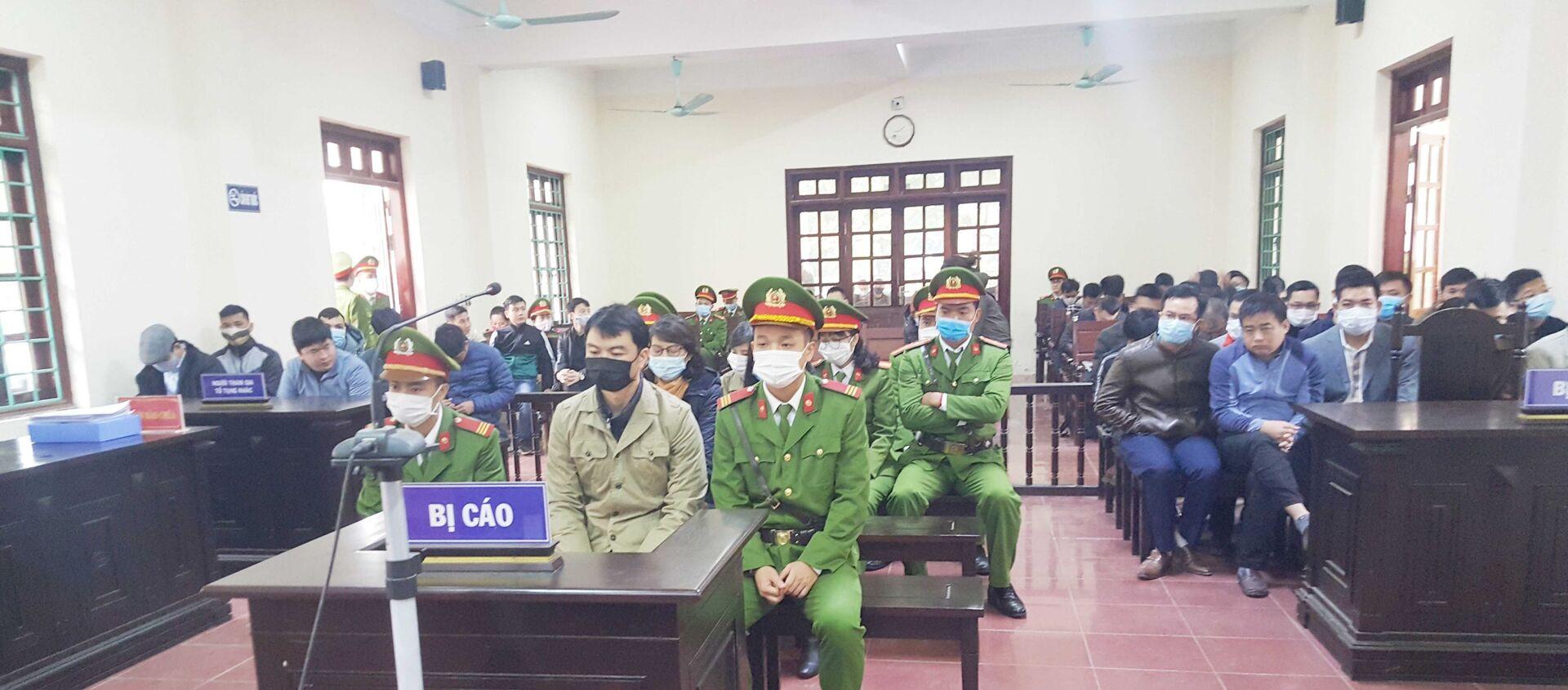 Phiên tòa xét xử vụ 4 cựu thanh tra Bộ Xây dựng 'vòi tiền' ở Vĩnh Phúc. - Sputnik Việt Nam, 1920, 04.01.2021