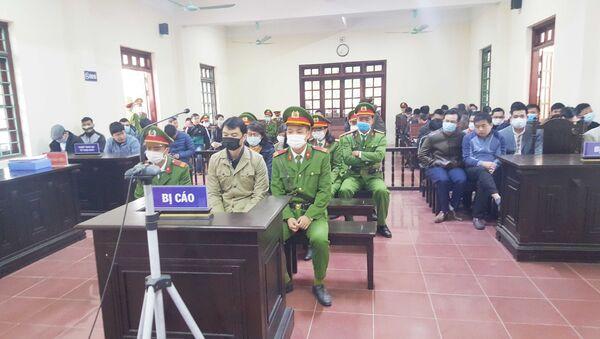 Phiên tòa xét xử vụ 4 cựu thanh tra Bộ Xây dựng 'vòi tiền' ở Vĩnh Phúc. - Sputnik Việt Nam