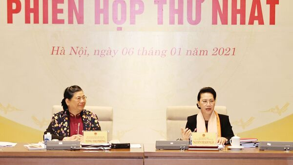 Chủ tịch Quốc hội Nguyễn Thị Kim Ngân và Phó Chủ tịch Thường trực Quốc hội Tòng Thị Phóng chủ trì phiên họp - Sputnik Việt Nam