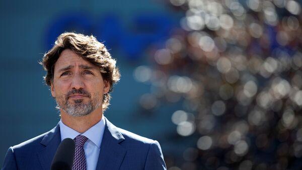 Thủ tướng Canada Justin Trudeau phát biểu với các phóng viên sau khi thăm Hội đồng Nghiên cứu Quốc gia Canada tại Montreal, Quebec, Canada ngày 31 tháng 8 năm 2020 - Sputnik Việt Nam