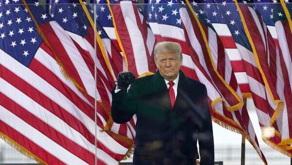 Tổng thống Donald Trump đến để phát biểu tại một cuộc biểu tình vào thứ Tư, ngày 6 tháng 1 năm 2021, ở Washington. (Ảnh AP / Jacquelyn Martin) - Sputnik Việt Nam