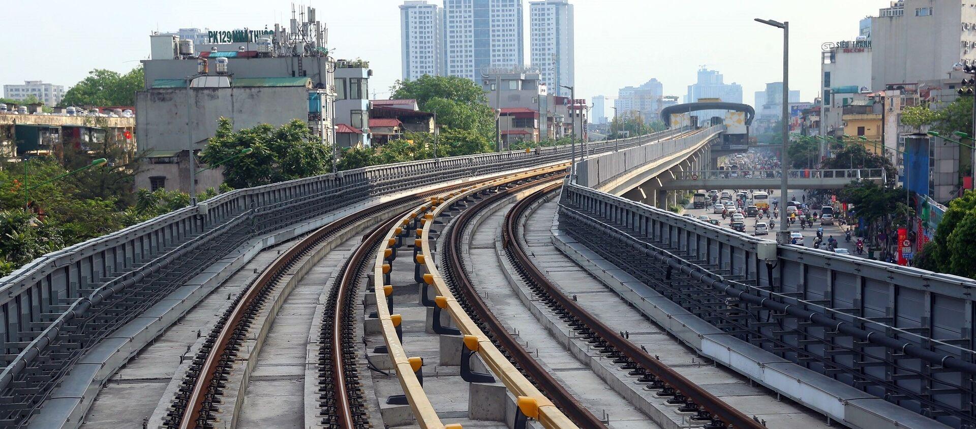 Đường sắt Cát Linh-Hà Đông có tuyến chính dài hơn 13km đi trên cao, 12 nhà ga và 13 đoàn tàu. - Sputnik Việt Nam, 1920, 25.01.2021