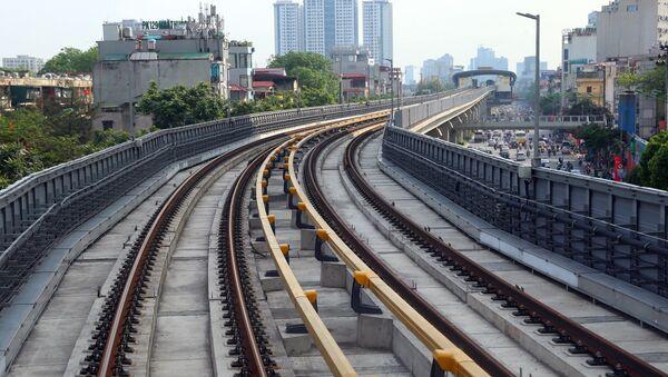 Đường sắt Cát Linh-Hà Đông có tuyến chính dài hơn 13km đi trên cao, 12 nhà ga và 13 đoàn tàu. - Sputnik Việt Nam