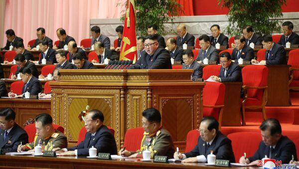 Nhà lãnh đạo Bắc Triều Tiên Kim Jong-un phát biểu tại Đại hội Đảng Lao động Triều Tiên lần thứ 8, Bình Nhưỡng, CHDCND Triều Tiên. - Sputnik Việt Nam