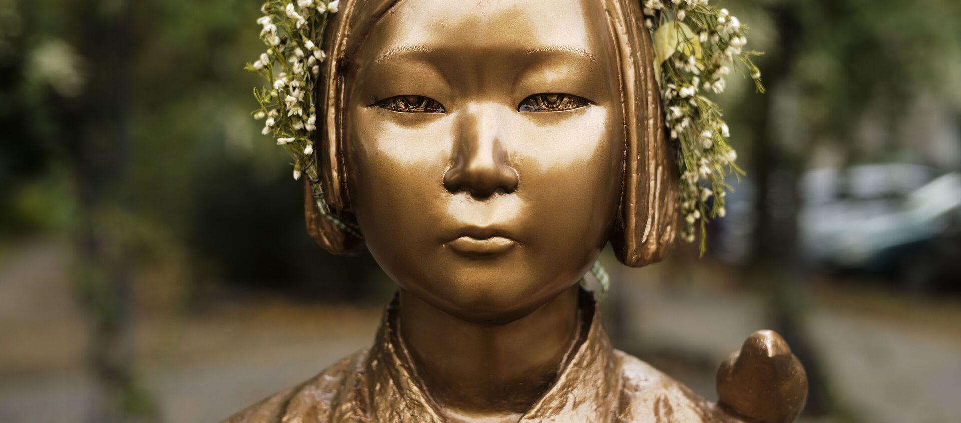 Tượng đài kỷ niệm Phụ nữ mua vui ở trung tâm Berlin, Đức. - Sputnik Việt Nam, 1920, 10.01.2021