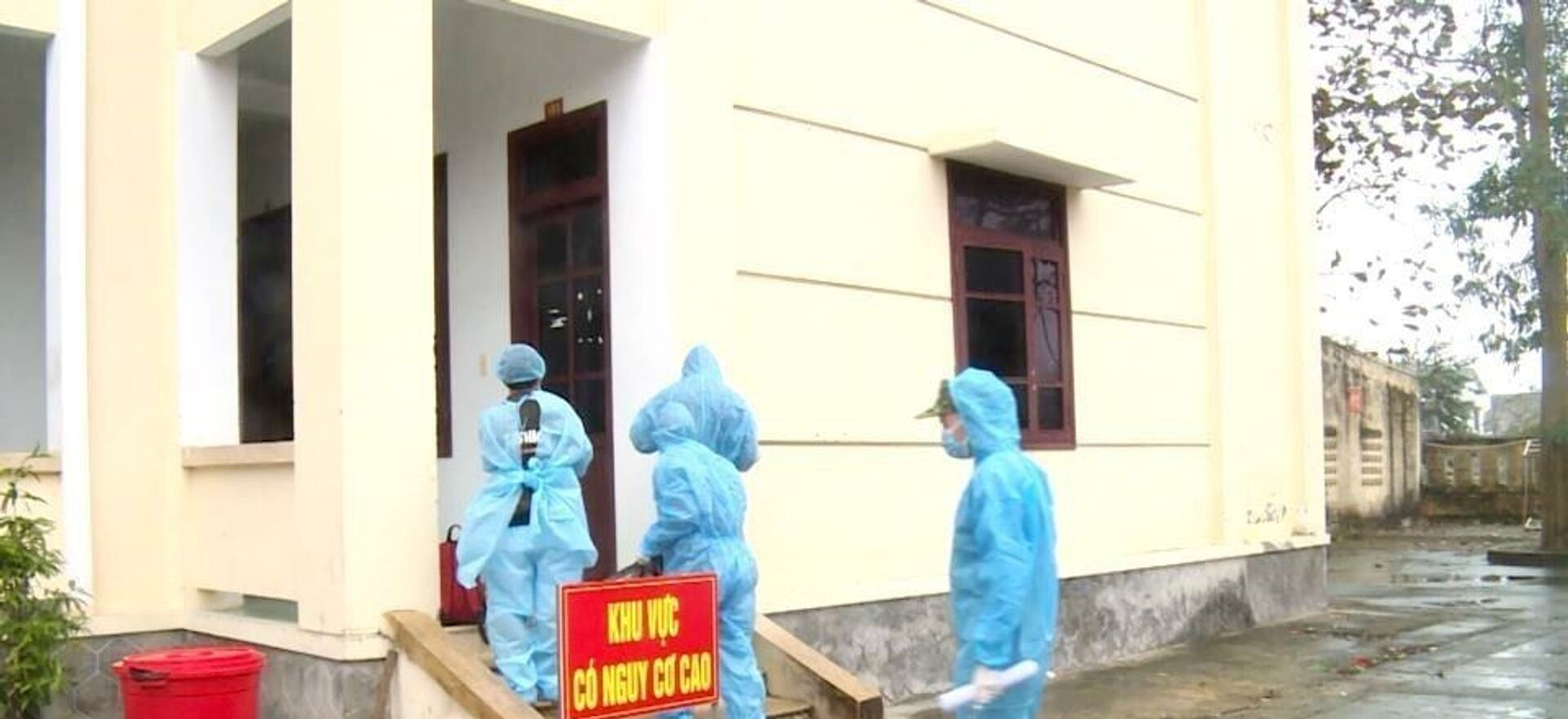Cả 3 đối tượng được đưa đến khu cách ly y tế tập trung theo quy định trên địa bàn tỉnh Quảng Bình. - Sputnik Việt Nam, 1920, 03.02.2021