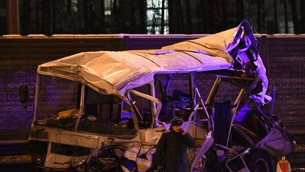 Tai nạn do va chạm với xe buýt quân sự ở ngoại ô Matxcơva - Sputnik Việt Nam