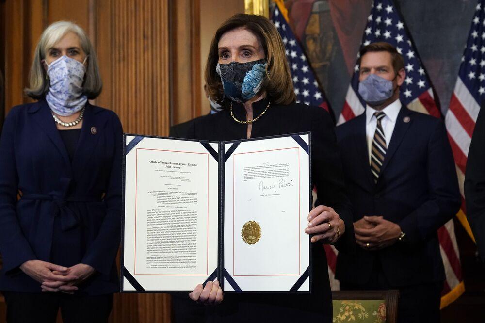 Chủ tịch Hạ viện Nancy Pelosi trong buổi trình bày thỏa thuận  đã ký về việc luận tội Tổng thống Mỹ Donald Trump