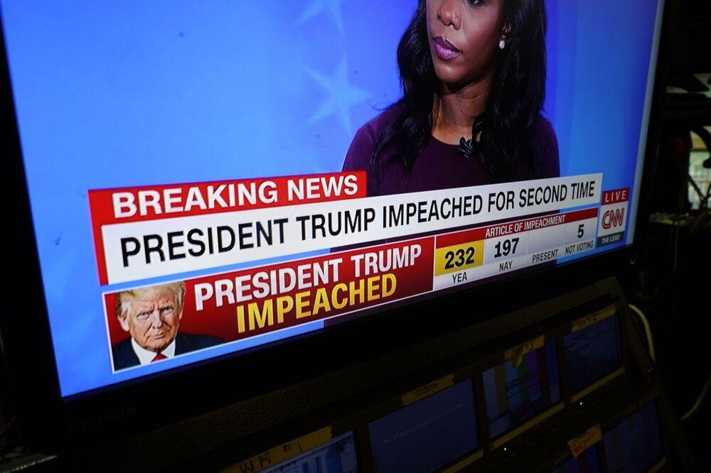 Truyền tin tức về cuộc luận tội Tổng thống Mỹ Donald Trump tại Nhà Trắng