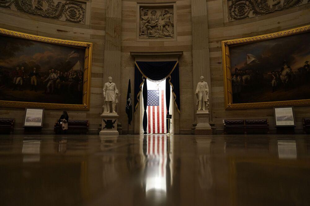 Quốc kỳ Mỹ trong tòa nhà Capitol ở Washington DC