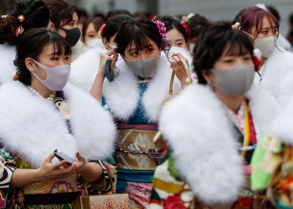Các cô gái mặc kimono tại Lễ trưởng thành ở Yokohama - Sputnik Việt Nam