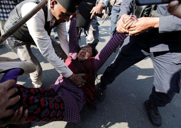 Hỗ trợ nạn nhân vụ đụng độ ở Kathmandu, Nepal - Sputnik Việt Nam