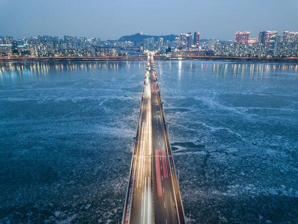 Cầu bắc qua sông Hàn đóng băng, Seoul - Sputnik Việt Nam