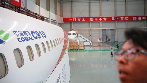 Máy bay chở khách C919 tại trung tâm sản xuất và lắp ráp COMAC ở Thượng Hải. - Sputnik Việt Nam