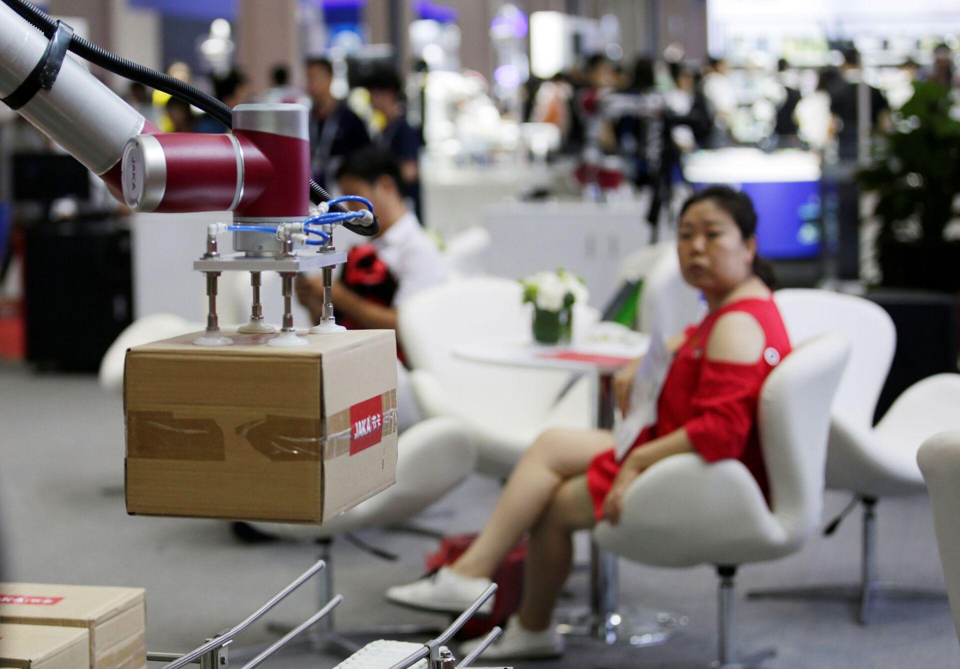Trung Quốc thay thế nhân công bằng robot - Sputnik Việt Nam, 1920, 13.04.2021