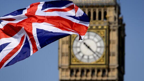 Cờ Anh trên nền đồng hồ Big Ben ở London - Sputnik Việt Nam