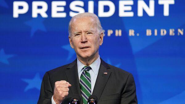 Tổng thống đắc cử Hoa Kỳ Joe Biden phát biểu tại sự kiện tưởng niệm bệnh do coronavirus (COVID-19) tại Đài tưởng niệm Lincoln ở Washington, Hoa Kỳ ngày 19 tháng 1 năm 2021. REUTERS / Tom Brenner / File Photo - Sputnik Việt Nam