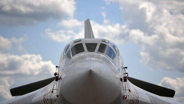Một máy bay ném bom chiến lược hạng nặng siêu thanh Tupolev Tu-160 tại Triển lãm Hàng không và Vũ trụ Quốc tế MAKS-2017 ở Zhukovsky - Sputnik Việt Nam
