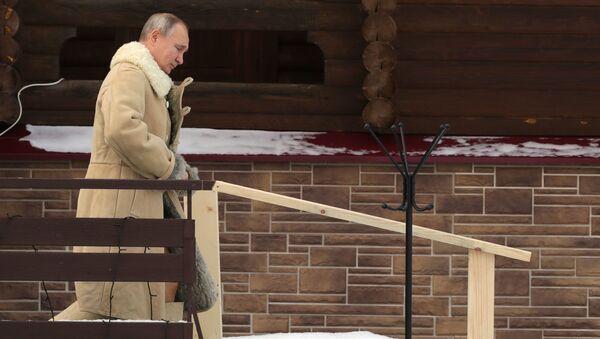 Tổng thống Nga Vladimir Putin tham gia lễ tắm Hiển linh - Sputnik Việt Nam