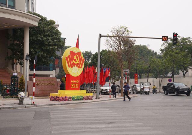 Đường phố Hà Nội trang hoàng chào mừng Đại hội ĐCSVN lần thứ 13