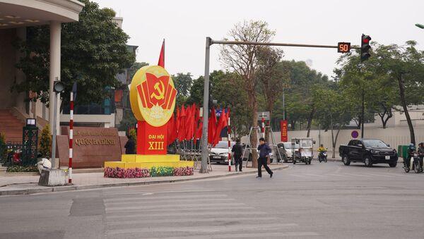 Đường phố Hà Nội trang hoàng chào mừng Đại hội ĐCSVN lần thứ 13  - Sputnik Việt Nam