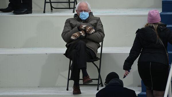 Thượng nghị sĩ Bernie Sanders tại lễ nhậm chức của Joe Biden - Sputnik Việt Nam