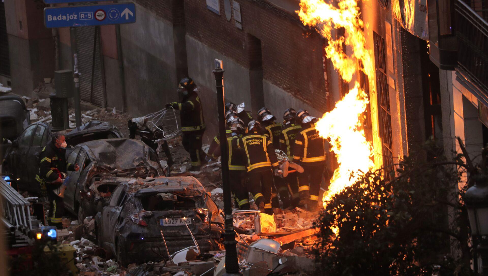 Lính cứu hỏa tại hiện trường ở trung tâm Madrid, nơi xảy ra vụ nổ trong ngôi nhà - Sputnik Việt Nam, 1920, 07.05.2021