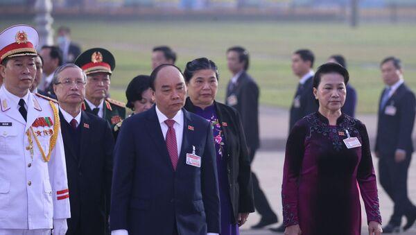Đại hội XIII của Đảng: Đại biểu dự Đại hội XIII của Đảng vào Lăng viếng Chủ tịch Hồ Chí Minh - Sputnik Việt Nam