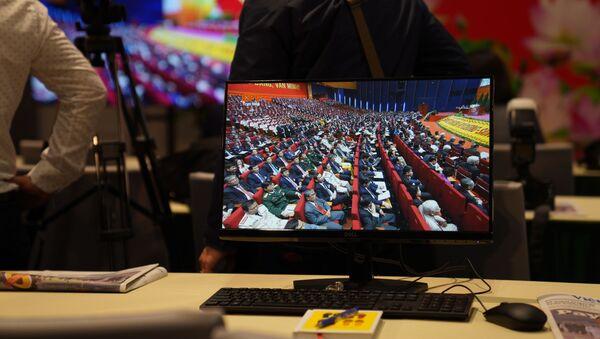 Phát Sóng Trực Tiếp Đại hội Đảng Cộng sản Việt Nam XIII trên màn hình máy tính ở  Trung tâm báo chí - Sputnik Việt Nam