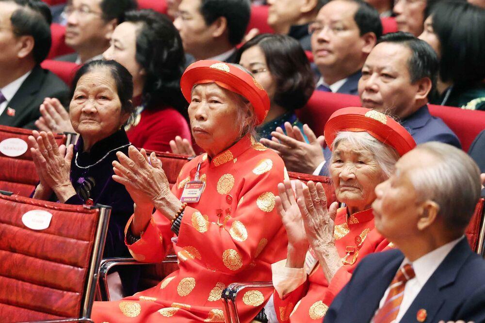 Các Bà mẹ Việt Nam Anh hùng dự khai mạc Đại hội lần thứ XIII của Đảng Cộng sản Việt Nam tại Hà Nội