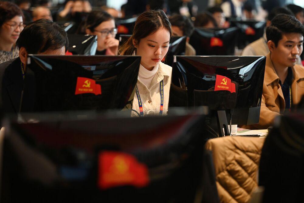 Các đại diện báo chí Việt Nam tác nghiệp trong lễ khai mạc Đại hội lần thứ XIII của Đảng Cộng sản Việt Nam tại Hà Nội