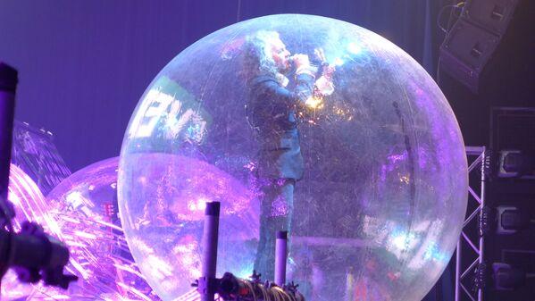 Buổi biểu diễn trong những quả bóng cá nhân tại Mỹ của ban nhạc rock The Flaming Lips - Sputnik Việt Nam
