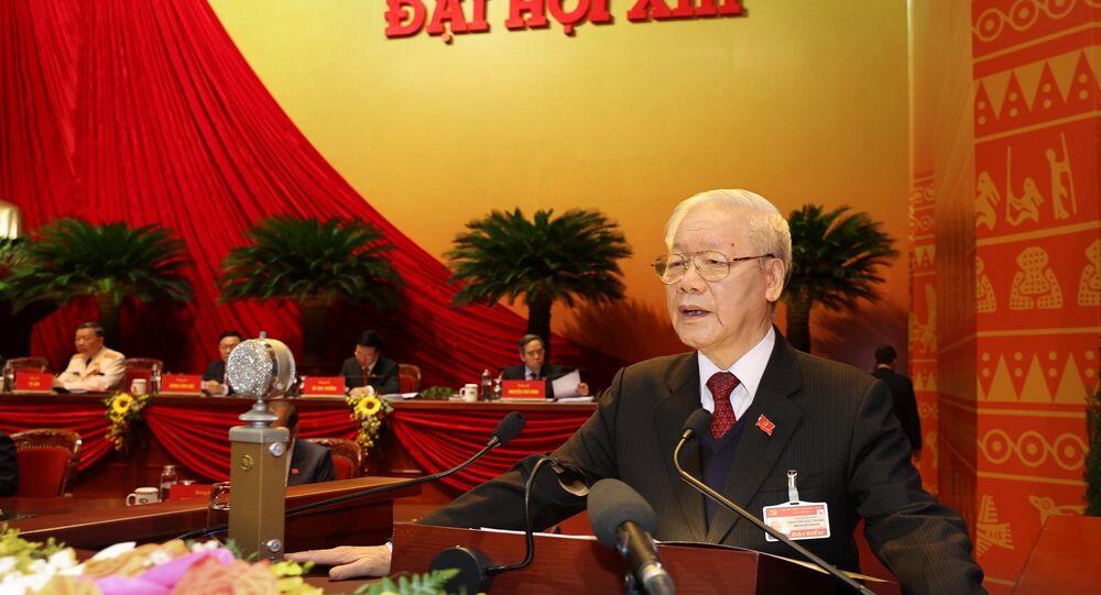 Đồng chí Nguyễn Phú Trọng, Tổng Bí thư Ban Chấp hành Trung ương Đảng, Chủ tịch nước CHXHCN Việt Nam đọc Báo cáo chính trị của Ban Chấp hành Trung ương Đảng khóa XII và các văn kiện trình Đại hội.